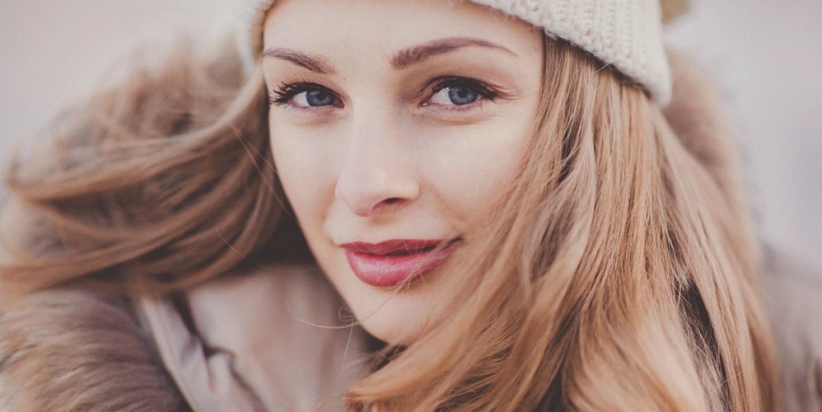 Proste porady, jak dbać o włosy zimą – BaByliss-totallok.pl